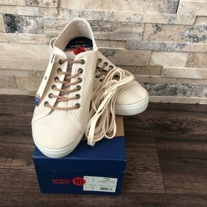 NWT Levi's Sneakers w/ Leather And Normal Laces